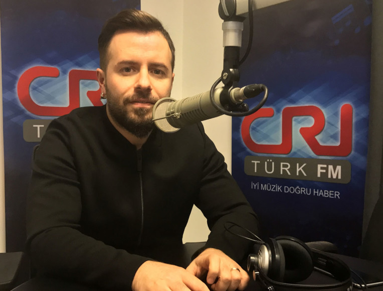 """Emre Aydın: """"Türkiye'de para müzikte değil, oyunculukta"""""""