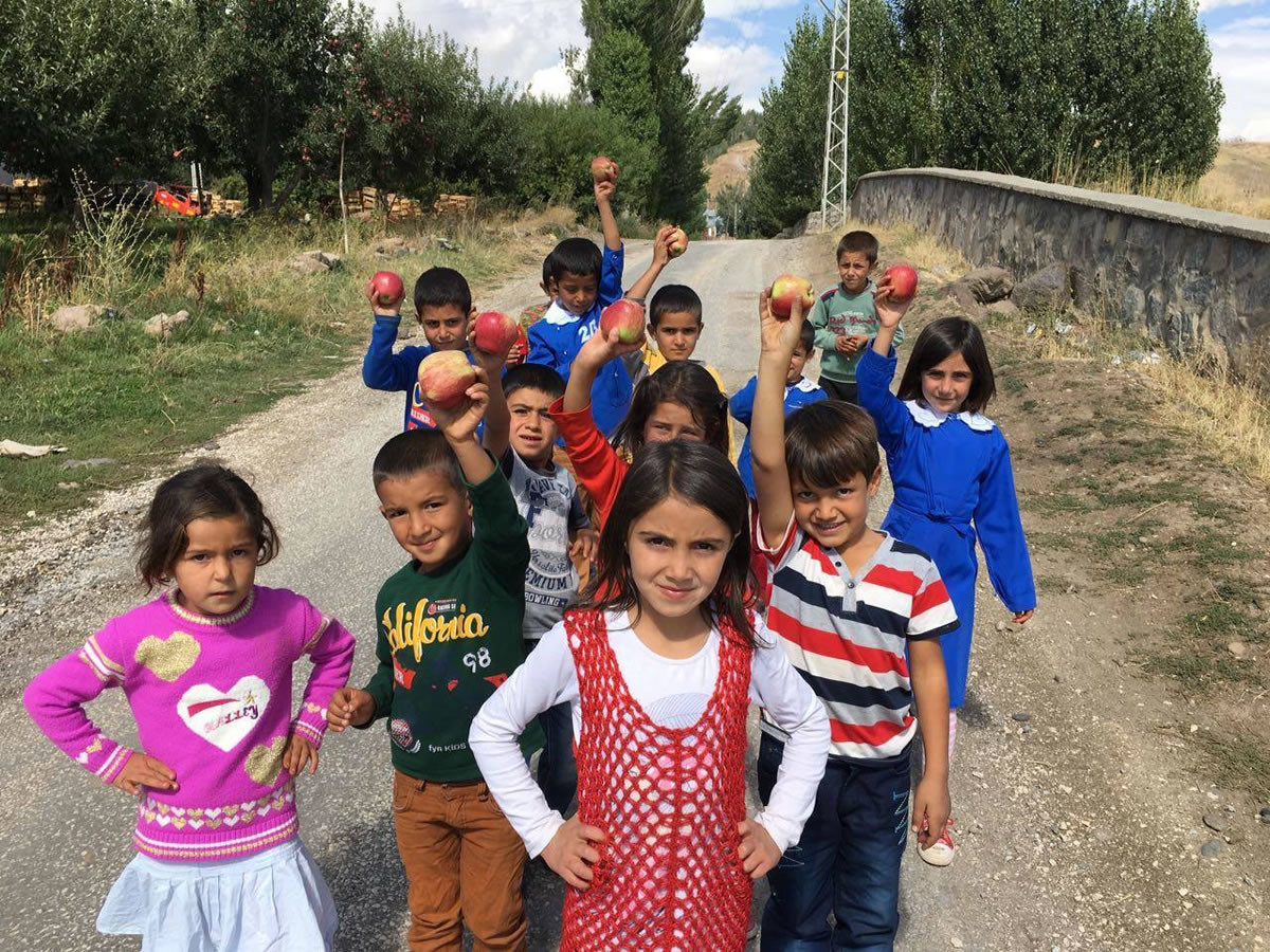 """""""Mutlu Yüzler Hareketi"""" çocukların mutluluğunu ama..."""