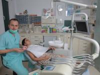 Görünmeyen diş teli uygulaması - Dr. Cem Caniklioğlu