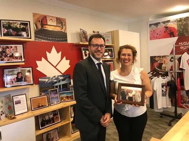 Kanada İstanbul Başkonsolosu'ndan Kanada Okulları'na ziyaret
