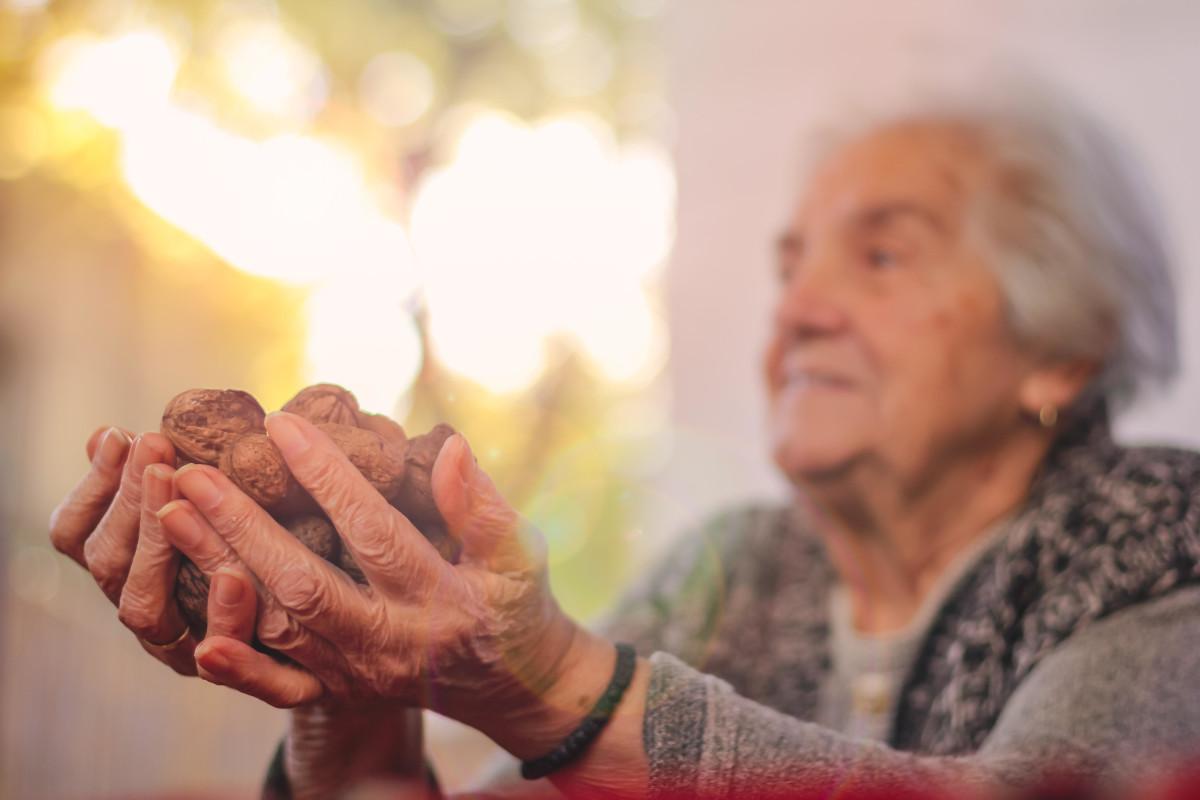 Günlük beslenmede ceviz tüketimi yaşlıların kilosu...