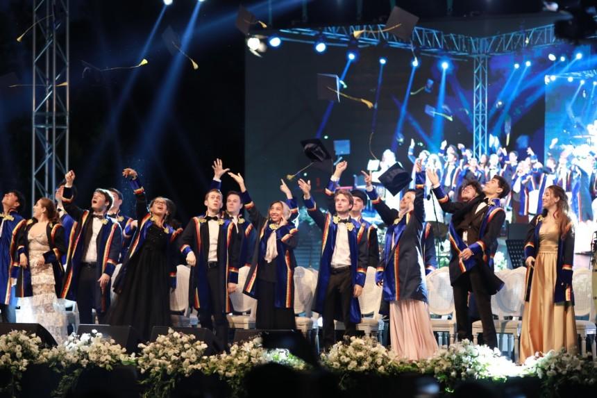 Tarabya İngiliz Okulları, mezunları için İngiltere Başkonsolosluğu'nda tören düzenlendi